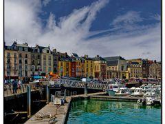 Der grune Hafen von Dieppe - The Green Harbor of Dieppe by <b>Angelofruhr</b> ( a Panoramio image )