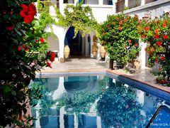 Ehemaliges Fondouk (Karawanserei) - heute Hotel Arisha in Houmt  by <b>EA. Stoick</b> ( a Panoramio image )