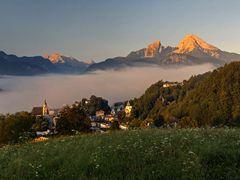 Berchtesgaden mit Watzmann am fr?hen Morgen by <b>Hartl</b> ( a Panoramio image )