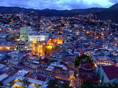 Desde el P?pila, Vista de Guanajuato Anocheciendo by <b>? ? galloelprimo ? ?</b> ( a Panoramio image )