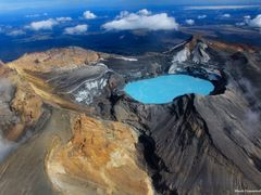 Crater Lake, Mt Ruapehu, Tongariro World Heritage National Park, by <b>blackdiamondimages</b> ( a Panoramio image )
