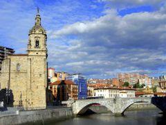 La Iglesia de San Anton junto al puente del mismo nombre.-Constr by <b>ESTITXU</b> ( a Panoramio image )