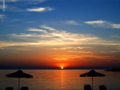 SUNSET ON THE BEACH (GREECE, AEGEAN SEA, LESVOS ISLAND, MITHYMNA by <b>KAROLOS TRIVIZAS</b> ( a Panoramio image )