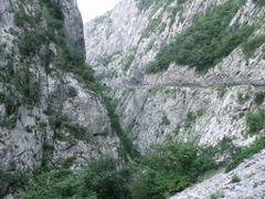 Moraca Kanyon.(Nagyitsd ki!!!) by <b>Ephedrin</b> ( a Panoramio image )