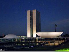 Congresso Nacional ao anoitecer, Brasilia by <b>Rubens Craveiro</b> ( a Panoramio image )