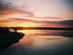 keskiyon aurinko rovaniemella by <b>matkustava_kissa</b> ( a Panoramio image )