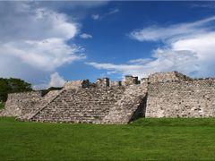 Xochicalco Zona Arqueologica by Mel Figueroa by <b>Mel Figueroa</b> ( a Panoramio image )