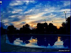 Sunnyside pool;  Empty and Blue by <b>Tomros</b> ( a Panoramio image )
