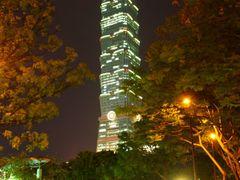 Taipei 101 illuminated by <b>Luc Valencia</b> ( a Panoramio image )