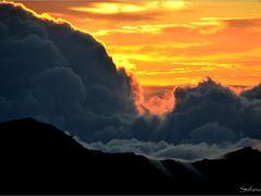 Sunrise - Alba dalla cima del Vulcano Aleakala - Maui - Hawaii by <b>Stefanodav</b> ( a Panoramio image )