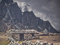 Sherp`s House & Taboche Peak (6,367 m) by <b>jankovoy</b> ( a Panoramio image )