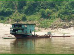 River Houseboat, Mekong River (Laos) by <b>Tomros</b> ( a Panoramio image )