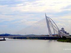 Seri Wawasan Bridge, Putrajaya, Malaysia by <b>Silverhead</b> ( a Panoramio image )