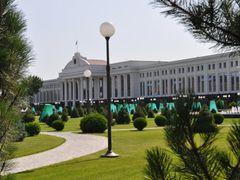 The Senate in Independence Square, Tashkent, Uzbekistan. by <b>Nicola e Pina Uzbekistan 2011</b> ( a Panoramio image )