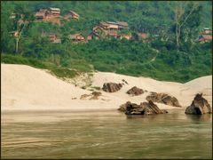 Mekong Riverside views! White sand beaches galore! by <b>Tomros</b> ( a Panoramio image )