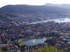 181 Bergen, Lille Lungegrds Vann by <b>Daniel Meyer</b> ( a Panoramio image )