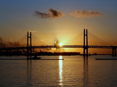 ?For Victor(afrocan)~Sunrise from Yokohama Bay Bridge~? by <b>?AXL?BACH?</b> ( a Panoramio image )