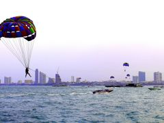 Parasailing at Pattaya by <b>Paulo Tan</b> ( a Panoramio image )