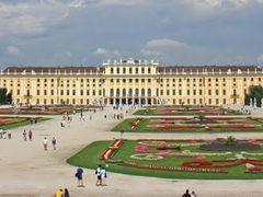 Panoramica del Palacio de Schonbrunn by <b>niteroi</b> ( a Panoramio image )