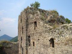 Kapusiansky hrad - hradna veza by <b>Ludo Derzak</b> ( a Panoramio image )