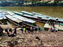 Boarding Call in Pak Beng, Mekong River (see my comments) by <b>Tomros</b> ( a Panoramio image )