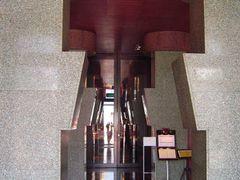 Fukuoka - Hotel il Palazzo, Aldo Rossi   http://en.wikipedia.org by <b>portugalimmo.eu</b> ( a Panoramio image )