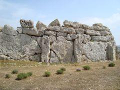 Templo de Ggantija -Neolitico- Edad de Bronce -Patrimonio de la  by <b>AnaMariaOss</b> ( a Panoramio image )