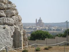 desde el templo vista de la Iglesia y de la villa-Isla de Gozo by <b>AnaMariaOss</b> ( a Panoramio image )
