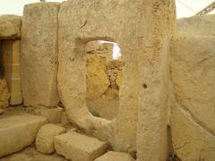 Templo de Haga Qim - en una colina al sur de Malta - megalitico by <b>AnaMariaOss</b> ( a Panoramio image )