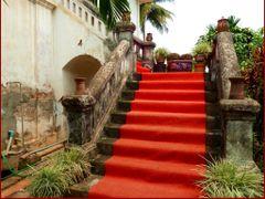 Weathered Elegance, Luang Prabang    *<--->*   Red carpet for vi by <b>Tomros</b> ( a Panoramio image )