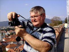 Wenn der Fotograf fotografiert. Imre Lakat personlich.Graz . by <b>©  Imre Lakat</b> ( a Panoramio image )