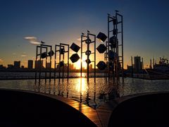 Sunset at Harumi Wharf in front of Cubic Object by <b>SEIMA</b> ( a Panoramio image )