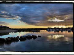 Fremantle Sunset by <b>cindy555</b> ( a Panoramio image )