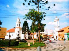 Colorida Placita Colonial by <b>Bernardo Nieuwland</b> ( a Panoramio image )