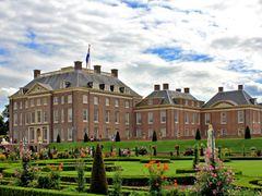 Paleis Het Loo by <b>Bengeltje</b> ( a Panoramio image )