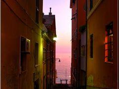 Nei vicoli di Nervi...al far della sera by <b>Magnani</b> ( a Panoramio image )