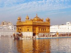 VERY VERY BEAUTIFUL PANORAMIC VIEW OF GOLDEN TEMPLE by <b>Sonu Dhadwal</b> ( a Panoramio image )