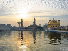 SWEET MORNING AT GOLDEN TEMPLE, AMRITSAR by <b>Sonu Dhadwal</b> ( a Panoramio image )