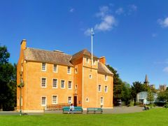 Pittencrieff House Musium.Dunfermline.(1603) by <b>Portmoreloch</b> ( a Panoramio image )