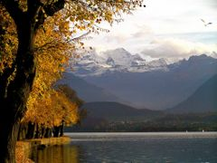 before the snow came - Thunersee - in bad weather by <b>? Swissmay</b> ( a Panoramio image )