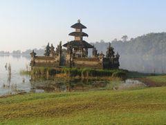 Bali,  Bratan lake  Temple by <b>Elios Amati (tashimelampo)</b> ( a Panoramio image )
