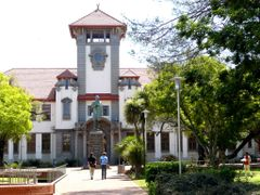 Main Building, University of the Free State, Bloemfontein by <b>rod bally</b> ( a Panoramio image )