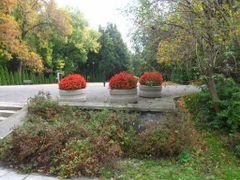 Park przy Cmentarzu Powstancow Warszawy by <b>?BOGDAN?</b> ( a Panoramio image )