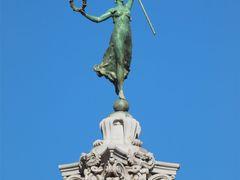 San Francisco Union Square Park Sculpture by <b>Joe_Lourenco</b> ( a Panoramio image )