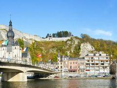 Du pont, Collegiale Notre-Dame et Citadelle de Dinant by <b>Knossel</b> ( a Panoramio image )