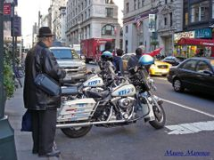 New York, ... una bella motocicletta... by <b>mauro1968</b> ( a Panoramio image )