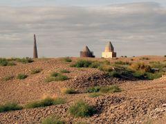 Distant View of Gutluk Temir Minaret, and Tekesh and Arslan Maus by <b>laurac5</b> ( a Panoramio image )