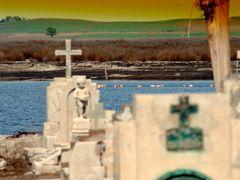 """""""Cementerio en el Lago"""" by <b>fernandamurillo</b> ( a Panoramio image )"""