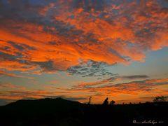 Crepusculo en el cerro Espiritu Santo, Naranjo, Costa Rica by <b>Melsen Felipe</b> ( a Panoramio image )