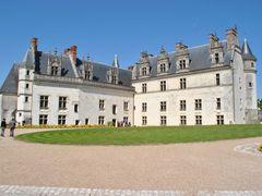Amboise - Chateau Royal by <b>Mircea_RAICU</b> ( a Panoramio image )